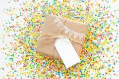 blanc d'image de cadeau du cadre 3d Dessin d'une guirlande blanche, drapeaux Backgro blanc Image stock
