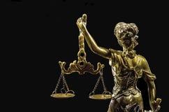 blanc d'isolement de statue de silhouette de justice Image libre de droits