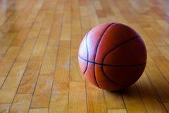blanc d'isolement par basket-ball de bille de fond photo libre de droits