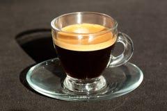 blanc de chemin d'isolement par café express de cuvette de café de fond photos stock