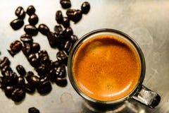 blanc de chemin d'isolement par café express de cuvette de café de fond Photographie stock libre de droits