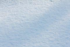 Blanc de fond de neige dans le jour d'hiver La saison du temps froid, donnent au résumé une consistance rugueuse photographie stock
