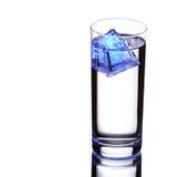 blanc de l'eau d'isolement par glace Images libres de droits