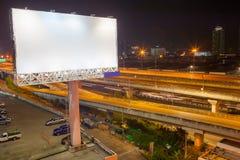 blanc de panneau d'affichage pour l'affiche de publicité extérieure ou billboar vide Images libres de droits