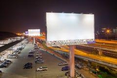 blanc de panneau d'affichage pour l'affiche de publicité extérieure ou billboar vide Photos libres de droits