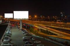blanc de panneau d'affichage pour l'affiche de publicité extérieure ou billboar vide Photo stock