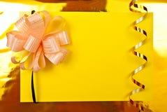 Blanc de papier sur le jaune Photo stock