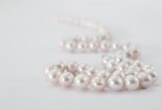 blanc de perle de collier de fond Photos libres de droits