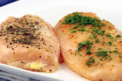 Blanc de poulet chevronné prêt à cuisiner Photo libre de droits