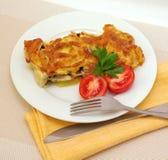 Blanc de poulet cuit au four avec les champignons de couche et le fromage Images libres de droits