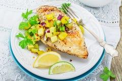 Blanc de poulet grillé avec l'ananas de Salsa Photo libre de droits