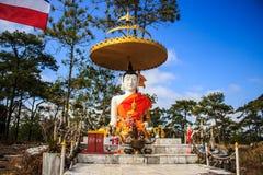 blanc de statue de Bouddha Photo libre de droits