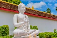 blanc de statue de Bouddha Photographie stock libre de droits