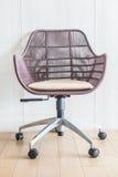 blanc de sujet de bureau d'isolement par meubles de présidence de fond Images stock