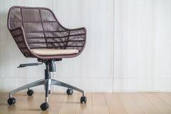 blanc de sujet de bureau d'isolement par meubles de présidence de fond Photo stock