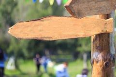 Blanc en bois extérieur de signe images stock