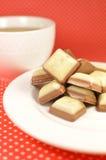 Blanc et bonbons à chocolat au lait Photographie stock