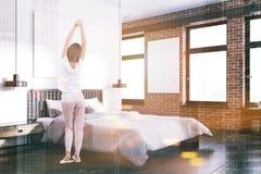 Blanc et coin de chambre à coucher de brique, affiche modifiée la tonalité Photo libre de droits