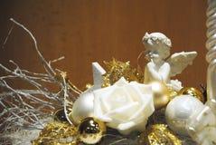 Blanc et décoration d'or - ange, fleur et flacons colorés Photos stock