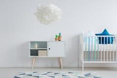 Blanc et pièce bleue d'enfant photos stock
