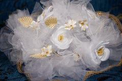 Blanc et roses d'or Images libres de droits