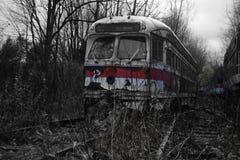 Blanc et rouge de noir de cimetière de chariot à abandon Photo stock