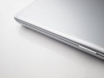 blanc fermé de table d'argent d'ordinateur portatif Image libre de droits