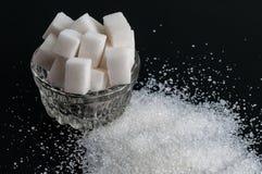 Blanc granulé et sucre raffiné photo libre de droits