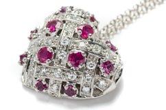 Or blanc pandant avec des diamants sur le fond blanc Photo libre de droits