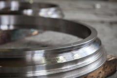 blanc rond en métal de pièces en métal étroitement  photographie stock libre de droits