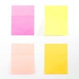 blanc rouge ci-joint de broche de papier de note d'information Photographie stock