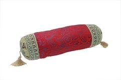 blanc rouge d'isolement décoratif d'oreiller de fond Photos stock