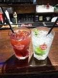 Blanc rouge de bar de cocktail photo stock