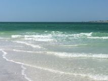 Blanc tropical Sandy Beach d'océan de turquoise Photographie stock