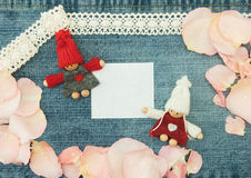 Blanc, valentine, carte de voeux avec des couples dans l'amour et goupille molle Image stock