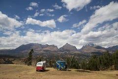 Blanca de Cordillera de la visión panorámica imagen de archivo libre de regalías
