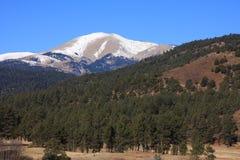 blanca-toppig bergskedja Arkivfoton