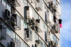 Blanchisserie accrochante sur le haut appartement Images stock