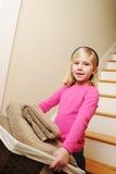 Blanchisserie de nettoyage de jeune fille Images stock