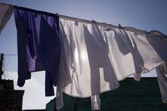 Blanchisserie de séchage dans Sun Photographie stock