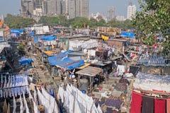 Blanchisserie extérieure dans Mumbai image stock
