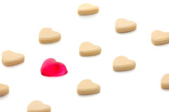 Blanco aislado caramelo de la forma del corazón Imagenes de archivo