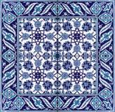 Blanco azul oriental del ornamento floral del modelo de la teja Imagen de archivo libre de regalías