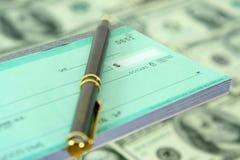 Blanco cheque en Pen royalty-vrije stock foto's