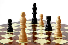 Blanco de los pedazos de ajedrez a bordo -   Foto de archivo libre de regalías
