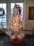 Blanco del árbol de navidad Foto de archivo libre de regalías