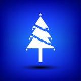 Blanco del árbol de navidad en azul Fotografía de archivo