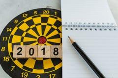 Blanco del planeamiento del año o concepto de las metas con número de bloques de madera Foto de archivo