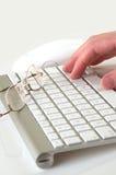 Blanco del teclado con la mano imagen de archivo libre de regalías