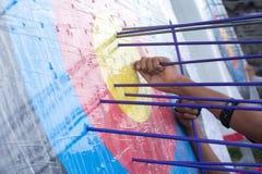 Blanco del tiro al arco con las flechas en ella Diversa bola 3d Imagenes de archivo
